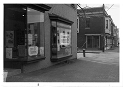 Black and white photo of the storefront of the first Honest Weight Food Co-op, on Quail Street in Albany